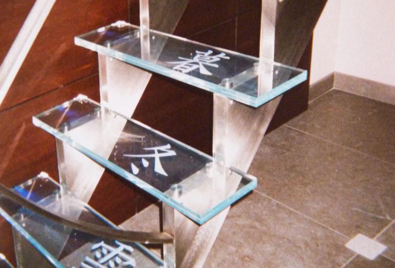 Escalier en verre feuilleté avec motif sablé ARIZIO MIROIR DECO