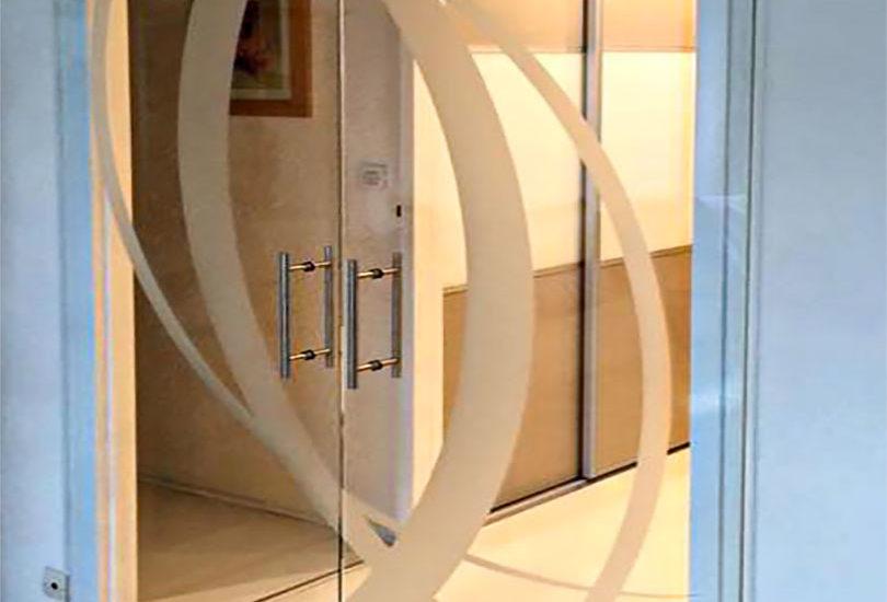 Porte coulissante en verre avec motif dépoli ARIZIO MIROIR DECO